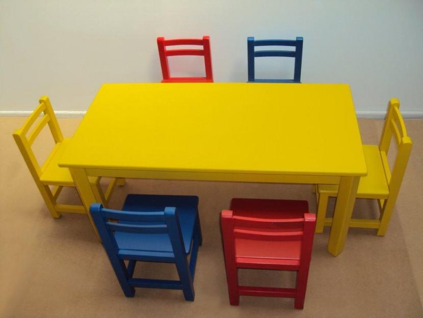 Επαγγελματικό Παιδικό Ξύλινο Τραπέζι 75€ Λάκα(120Χ60Χ54)